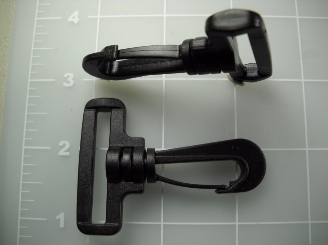 "1-1/2"" snap hook plastic"